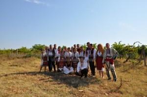 Македонци браха тракийско грозде, пяха и наричаха